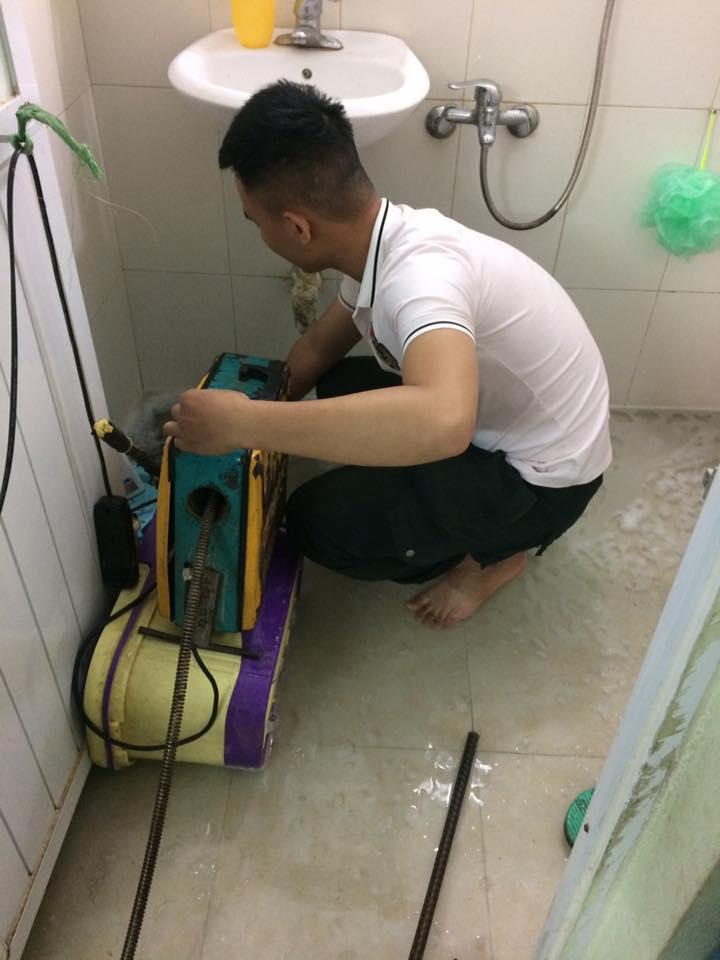 thợ đang xử lý  cho nhà anh hoàn tại ninh bình