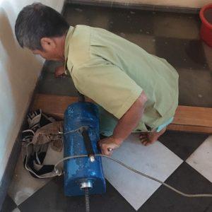 thợ đang xử lý cho nhà anh long tại Vân Giang Ninh Bình